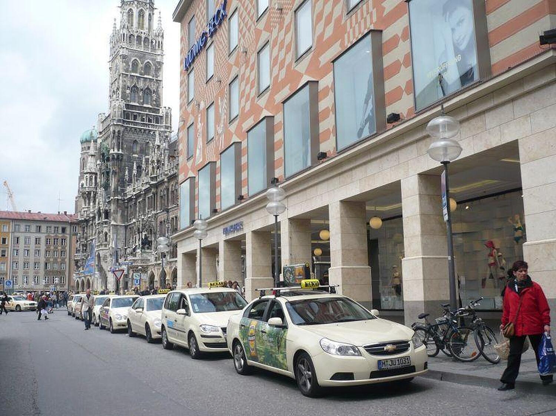 taxi marienplatz marienplatz altstadt m nchen taxi marienplatz willkommen. Black Bedroom Furniture Sets. Home Design Ideas
