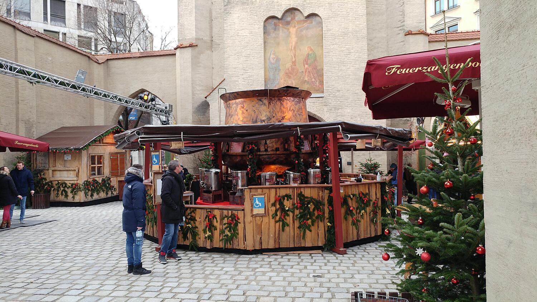 Feuerzangenbowle Isartor, Isartorplatz , Altstadt, München