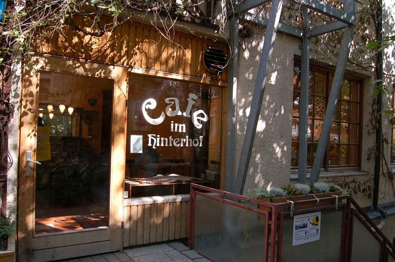 cafe hinterhof