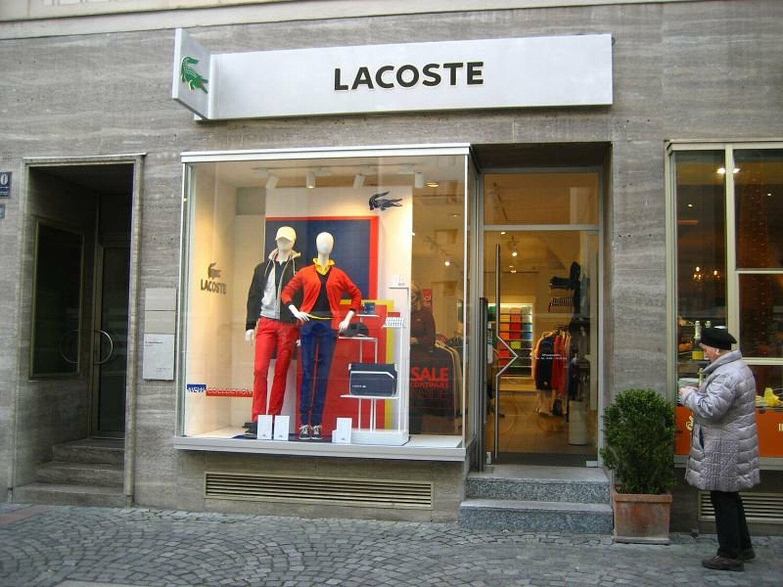 info for 3ad22 23c96 Lacoste Shop, Petersplatz Altstadt, München - Abendkleid ...