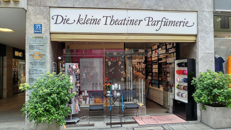 9546897ddcd8c5 Die kleine Theatiner-Parfümerie, Theatinerstr. Altstadt, München ...
