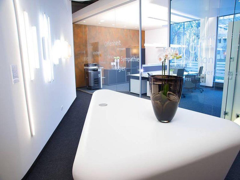 hali b rom bel gmbh arnulfstr maxvorstadt m nchen b roeinrichtung willkommen. Black Bedroom Furniture Sets. Home Design Ideas