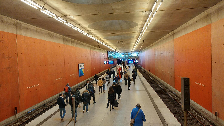 Haltestelle Messestadt West Willy Brandt Platz Messestadt Riem