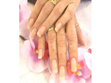C'est La Vie Nails & Beauty Salon