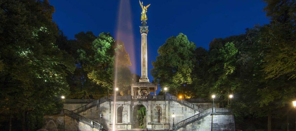 Friedensengel in München nach dem Sonnenuntergang